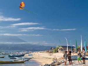 Nusa Lembongan Bali - strand met kinderen