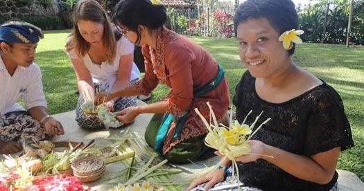 Vakantie Bali: offerbakjes maken