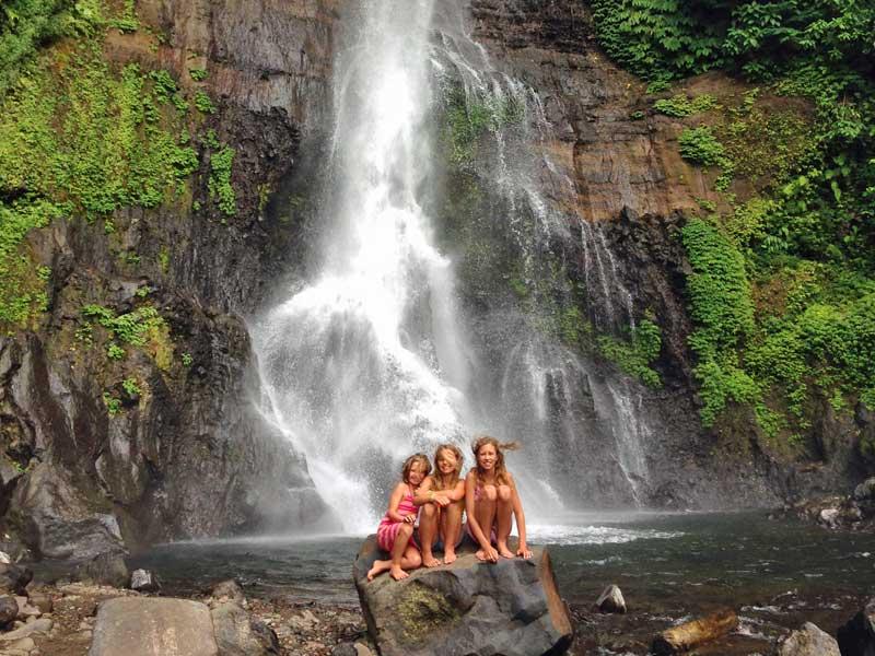 Familiereis Bali - waterval met kinderen