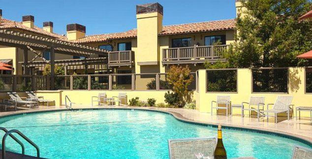 Rondreis Californië - hotel zwembad Monterey Amerika