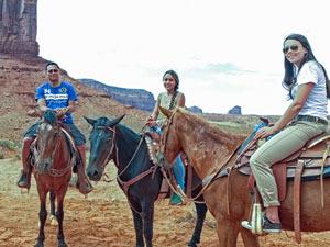 Verenigde Staten familierondreis - Paardrijden Monument Valley