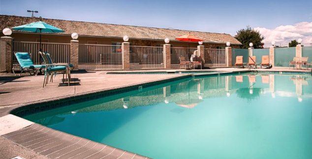 AmerikaKids - hotel Dinosaurland Vernal zwembad