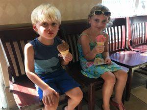 Strandvakantie Florida met kinderen - ijsje eten