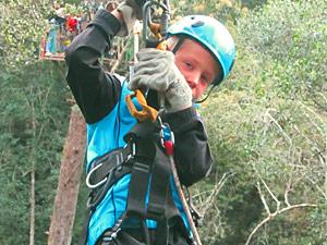 Tsitsikamma boomtop slingeren in Zuid-Afrika met kinderen
