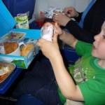 Eten in het vliegtuig - reistips Zuid-Afrika met kinderen