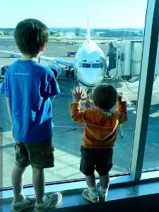 kinderen zuid afrika vliegveld
