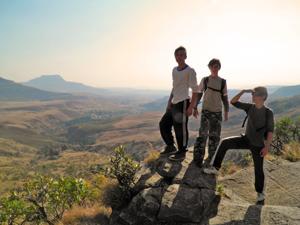 tiener wandelen drakensbergen zuid afrika