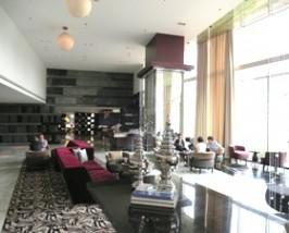 Elegante Lounge im Deluxe Stadthotel