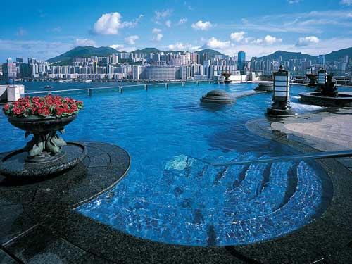 Hong Kong Reise: Erfrischender Pool auf dem Dach