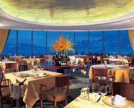 Das Restaurant bietet mit chinesischer und westlicher Küche viel Auswahl