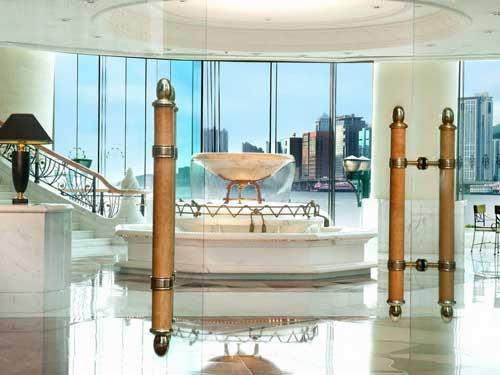 Hong Kong Reise: Lobby mit Springbrunnen
