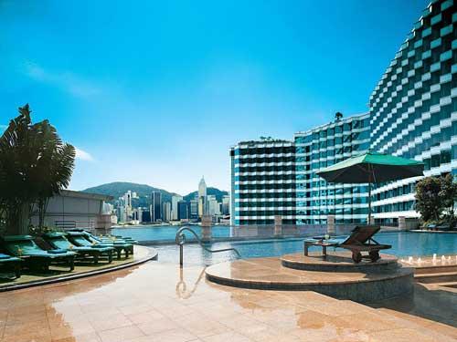 Pool mit Blick auf den Hafen