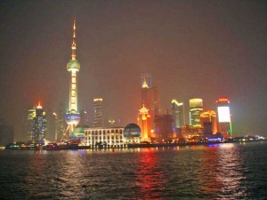 nächtliche Skyline von Shanghai