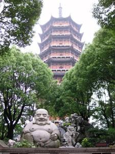 Chinesische Pagode und Buddhastatue in Suzhou