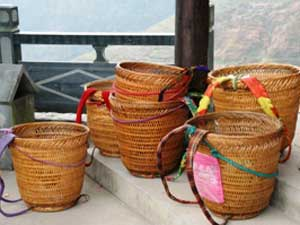 Longsheng Reisterrassen: In diesen Körben transportieren die Zhuang ihr Hab und Gut