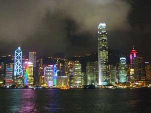 Blick auf die Skyline von Hong Kong bei Nacht