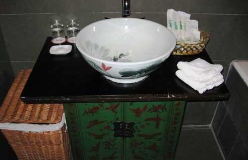 Ein landestypisch eingerichtetes Badezimmer