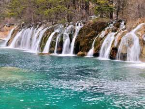 Wasserfall im Jiuzhaigou Nationalpark. Bildrecht bei shutterstock