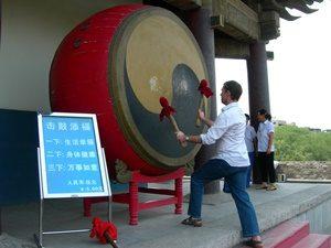 Reisender auf dem Trommelturm in Xi'an