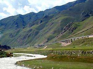 grüne Landschaften bei Xiahe