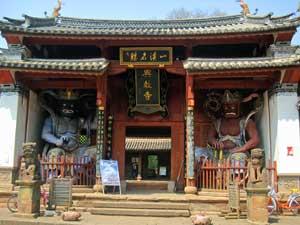 Tempel mit Skulpturen in Shaxi