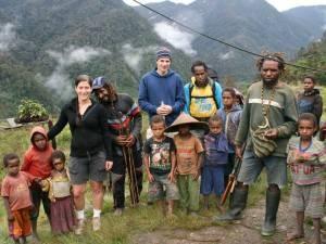 Einheimische und Touristen gemeinsam in den Bergen unterwegs