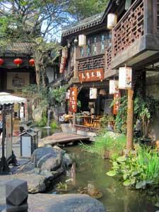 Strasse mit Kanal in Chengdu
