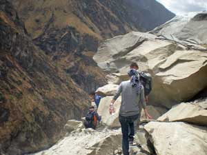 Wanderer in der Tiger Leaping Gorge