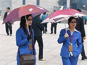 Chinesinnen mit Sonnenschirm