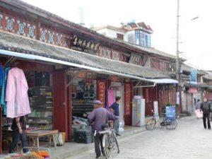 Südchina Ausflüge: Kleine Läden im Fischerdorf Xizhou