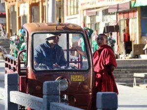 Ein tibetischer Mönch in Xiahe