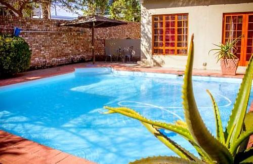 Oudtshoorn guesthouse zwembad