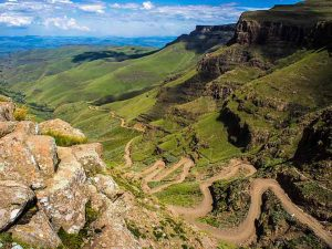 Underberg over-de-top_Sani_Pass_heading_into_Lesotho
