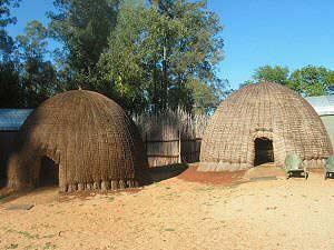 Swaziland: traditionele bijenkorthuisje