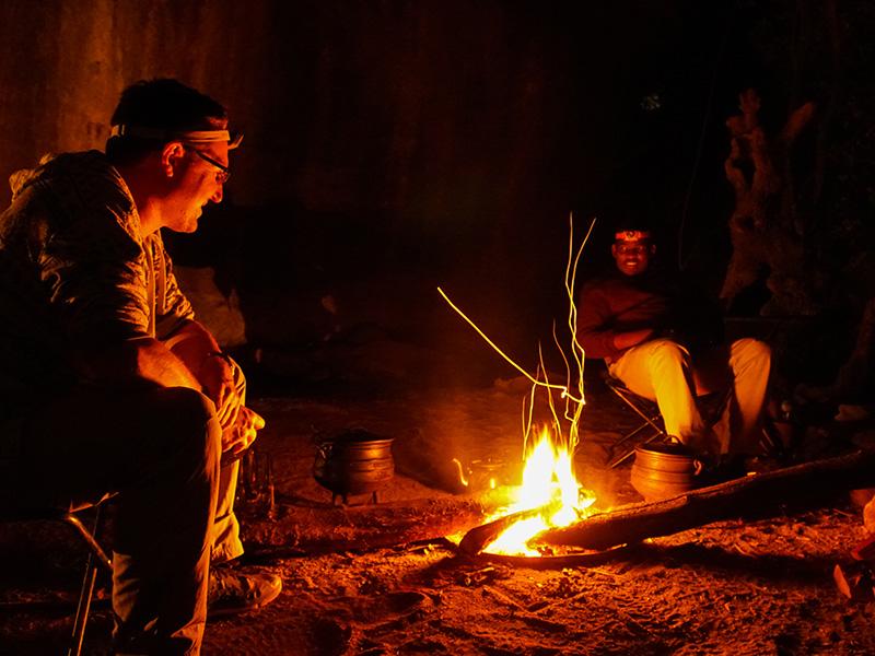 kamperen-eSwatini-grot-vuur