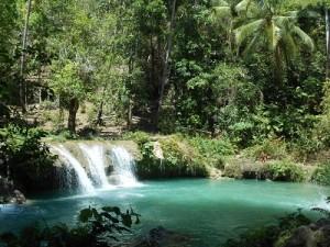türkis blauer Wasserfall
