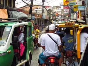 Geschäftiges Treiben auf den philippinischen Straßen
