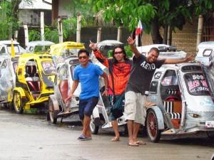 Gut gelaunte Filipinos vor Trycycles