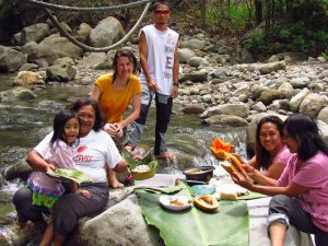 Picknick mit Gastfamilie beim Homestay