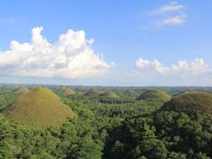Landschaft der Chocolate-Hills.