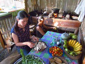 Gemeinsames Kochen während des Farmstays