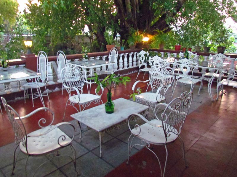 Terrasse im Hotel in Taal Heritage Town