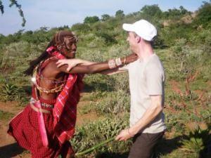 Massai schließt Freundschaft mit Besucher