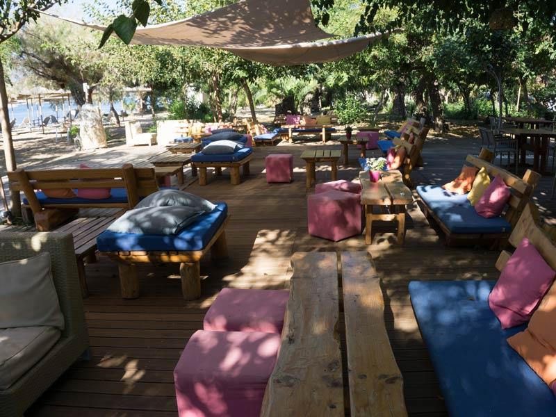 Unterkunft mit Terrasse in Gialova