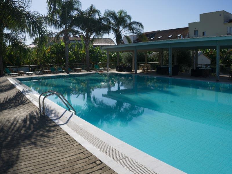 Unterkunft mit Pool in Gialova