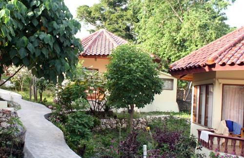 Garten im Standardhotel in Bira.