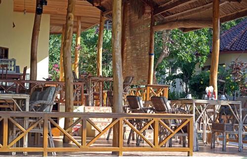 Kleines Hotelrestaurant in Bira.