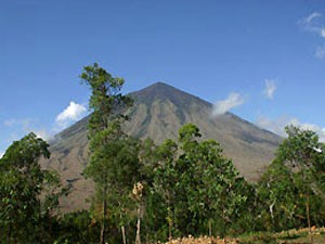 Blick auf den Inerie Vulkan auf Flores.
