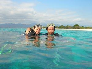 Taucher im Meer vor Gili Air