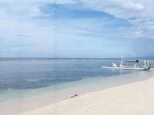 Der weiße Sandstrand der Gili Inseln
